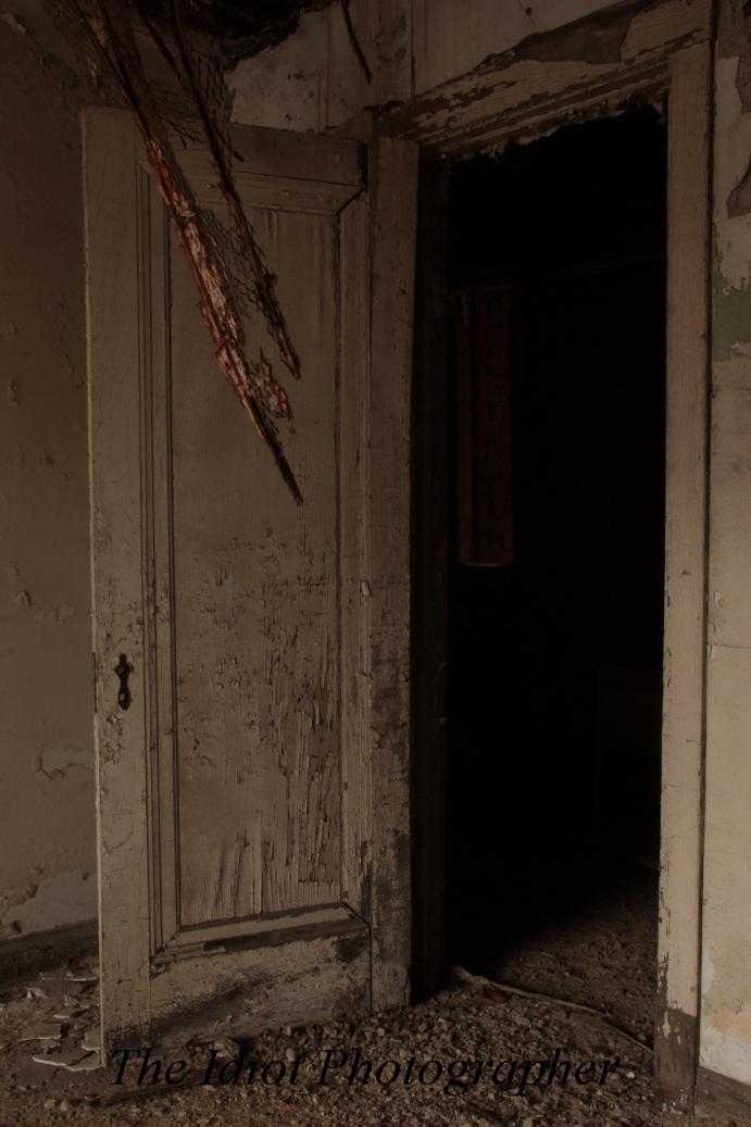 mahencha white door