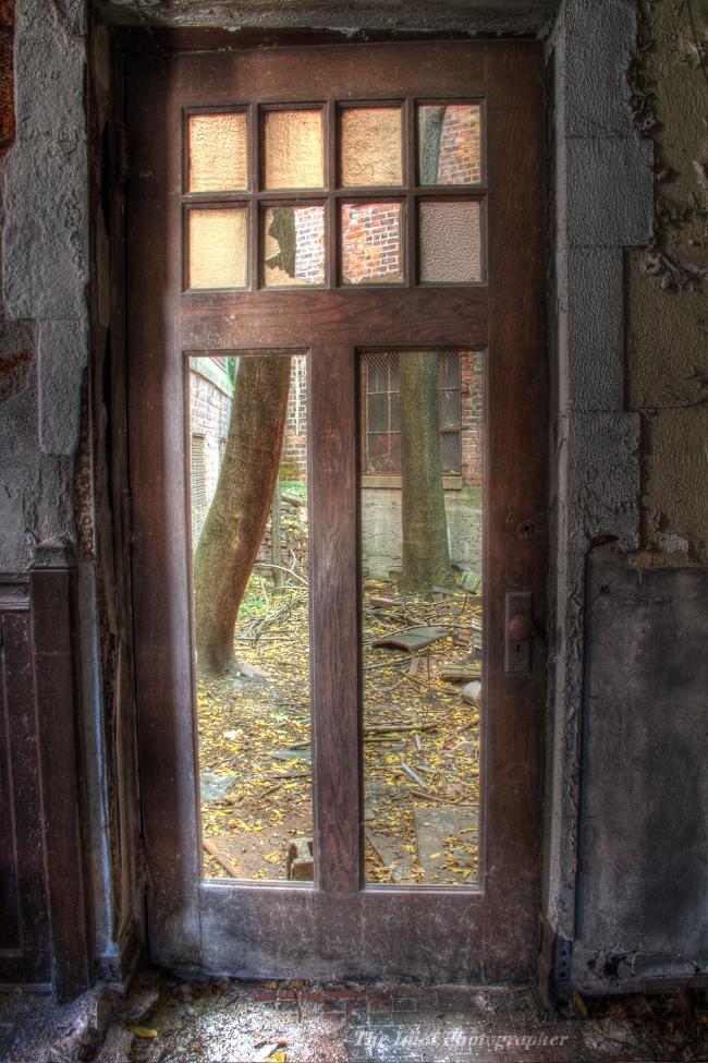 CM DOOR TO CRTYRD